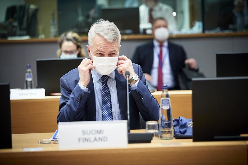 Lunedì e martedì il ministro degli Affari esteri finlandese Pekka Haavisto (r) ha informato i colleghi dell'UE (foto: consilium.europa.eu)