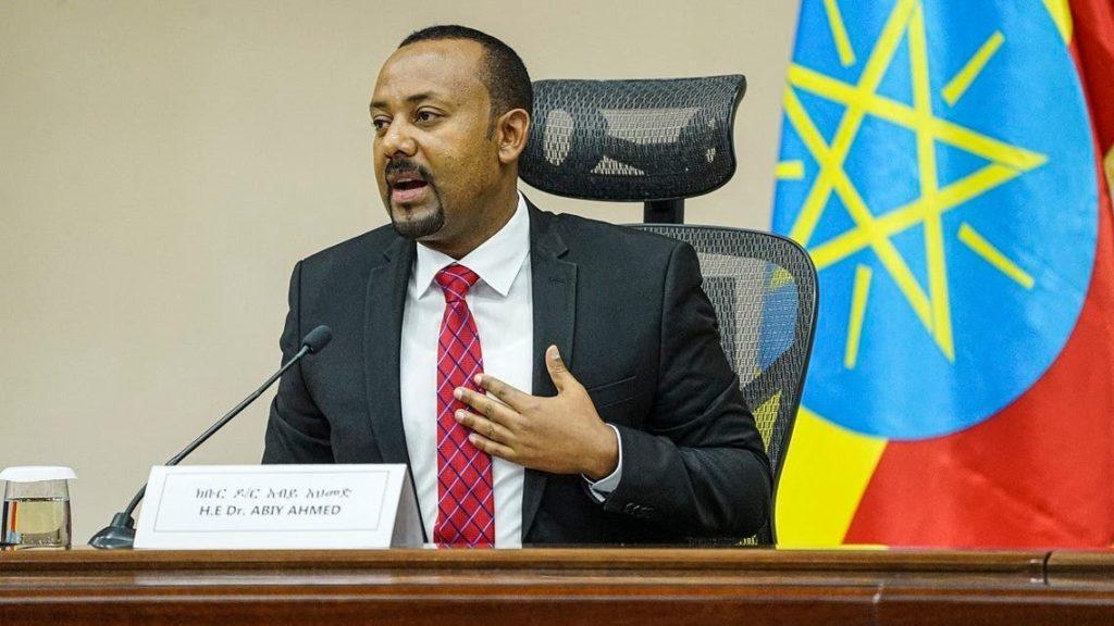 In questo file foto scattata il 30 novembre 2020, il premier etiope Abiy Ahmed parla alla Camera dei rappresentanti dei popoli ad Addis Abeba, in Etiopia. (Amanuel Sileshi / AFP)