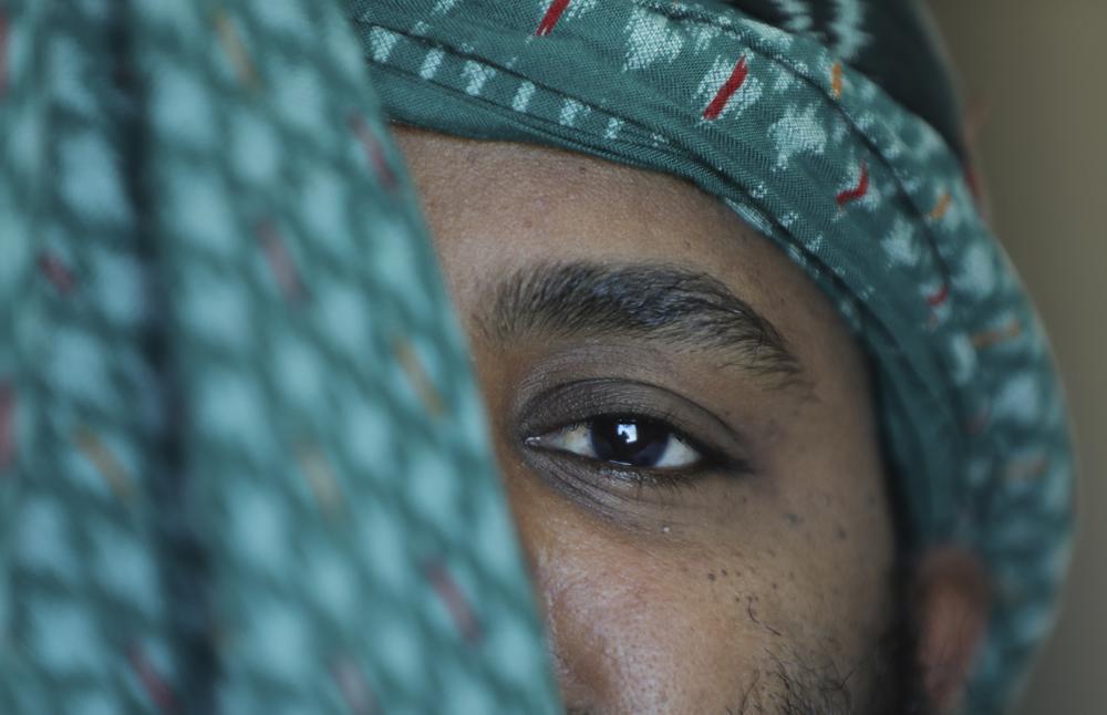 """Un dipendente del Tigray della Ethiopian Airlines di proprietà statale, che ha detto di essere fuggito dal paese dopo essere stato rilasciato su cauzione, posa per un ritratto in un luogo non divulgato nell'aprile 2021. """"Abbiamo bisogno di te molto male oggi"""", ha ricordato la polizia federale dicendo come lo hanno portato via da casa senza spiegazioni. Ha detto di aver visto quasi 100 funzionari militari di alto rango durante i suoi due mesi di detenzione terminati nel gennaio 2021"""